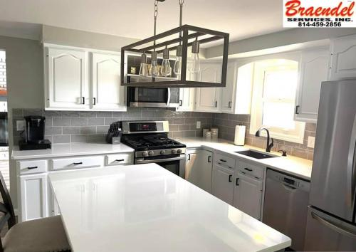 Custom kitchens add style and value to a home. Call Braendel today to discuss!